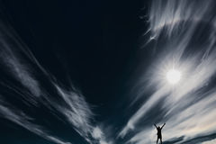 De zon op de zwarte hemel stock afbeeldingen
