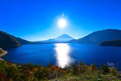 De zon is over Mt.fuji Royalty-vrije Stock Afbeeldingen