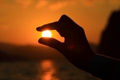 De zon in uw hand Royalty-vrije Stock Afbeeldingen