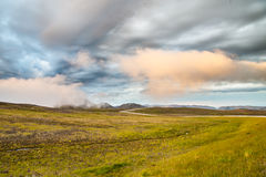 De zon van de landschapsmiddernacht bij het gebied van de het Noordenkaap in Finse Mark Noorwegen Royalty-vrije Stock Foto's