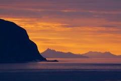 De zon van de middernacht op Lofoten Stock Afbeeldingen