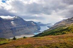 De zon verschijnt bij de gletsjer van Saskatchewan Royalty-vrije Stock Afbeeldingen