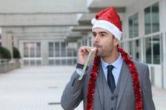De zonderlinge zakenman kleedde zich omhoog aan harde partij Stock Foto's
