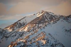 De zonneschijn van de avond op snow-covered bergketen, Argentinië stock afbeeldingen