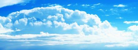 De zonnige Blauwe Hemel van de Wolk royalty-vrije stock afbeeldingen