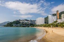De zonnige dag bij Repulse Baai, het beroemde openbare strand in Hong Kong Stock Foto's
