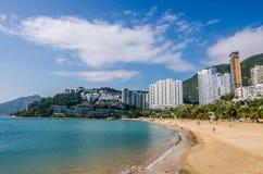 De zonnige dag bij Repulse Baai, het beroemde openbare strand in Hong Kong Stock Afbeelding