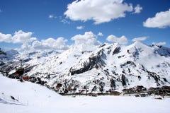 De zonnige dag van de Ski Stock Afbeeldingen