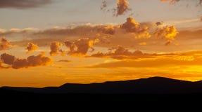 De zonsondergang betrekt kleurrijk Zuid-Afrika stock fotografie