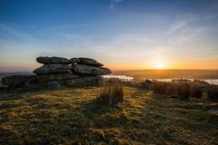 De zonsondergang Bodmin van de Tregarrickpiek legt Cornwall het UK vast stock afbeeldingen