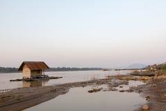De zonsondergang in de provincies van Thailand stock foto's