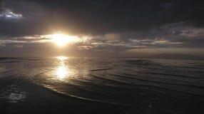 De zonsondergang denkt na Stock Foto