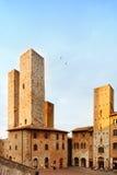 De zonsondergang en de torens van San Gimignano. Toscanië, Italië Royalty-vrije Stock Afbeelding