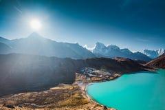 De zonsondergang in het Himalayagebergte Gokyomeer royalty-vrije stock fotografie