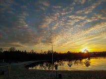 De zonsondergang in Holland stock afbeeldingen