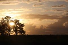 De zonsondergang Holland zonsondergang wolken stock foto's