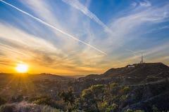 De zonsondergang Los Angeles van Hollywoodheuvels royalty-vrije stock afbeeldingen