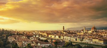 De zonsondergang luchtcityscape van Florence of van Florence Toscanië, Italië royalty-vrije stock afbeeldingen