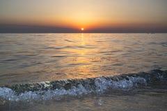 De zonsondergang met een mooie ijsgolf Royalty-vrije Stock Foto