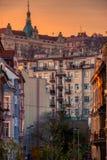 De zonsondergang mooie daken van Praag bij de zomer stock fotografie