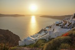 De zonsondergang in Santorini, Griekenland royalty-vrije stock foto