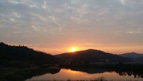 De zonsondergang vóór de werf Stock Afbeelding