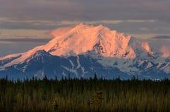 De zonsondergang van Alaska stock afbeelding