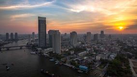 De Zonsondergang van Bangkok met de rivier, Laatste licht van dag Stock Afbeeldingen