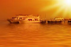 De zonsondergang van Beautifull op een overzees royalty-vrije stock fotografie