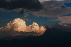 De zonsondergang van bergen Stock Fotografie