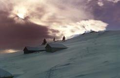 De Zonsondergang van de berg in de Winter stock afbeelding