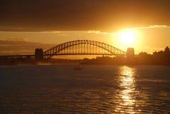 De Zonsondergang van de Brug van de Haven van Sydney stock afbeelding