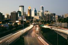 De Zonsondergang van de de stadshorizon van Minneapolis Stock Afbeeldingen