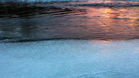 De zonsondergang van de de winterrivier stock footage