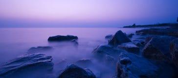 De Zonsondergang van de kust stock afbeelding