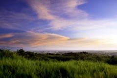 De zonsondergang van de landweg stock afbeelding