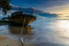 De zonsondergang van de rotsbonsai Royalty-vrije Stock Fotografie