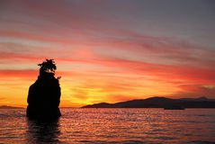 De Zonsondergang van de Siwashrots, Engelse Baai, Vancouver Stock Foto's