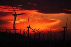 De zonsondergang van de windmolen Stock Foto's