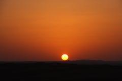 De zonsondergang van de woestijn stock afbeelding