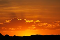 De zonsondergang van de woestijn, Namibië Royalty-vrije Stock Foto's