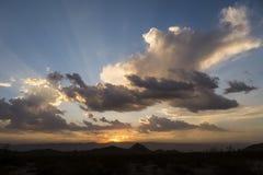 De Zonsondergang van de woestijnmoesson stock afbeelding