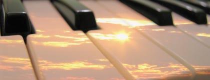 De zonsondergang van de zonsopgang op de sleutels van het pianoorgaan   Royalty-vrije Stock Afbeeldingen