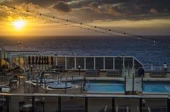 De zonsondergang van het cruiseschip Stock Afbeelding