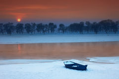 De Zonsondergang van het Dorp van de sneeuw Royalty-vrije Stock Afbeelding