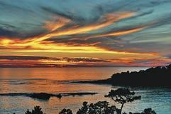 De Zonsondergang van het kiezelsteenstrand Stock Afbeelding