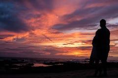 De zonsondergang van het liefdepaar Royalty-vrije Stock Fotografie