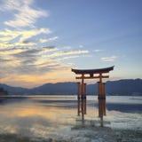 De zonsondergang van het Miyajimaheiligdom Stock Foto