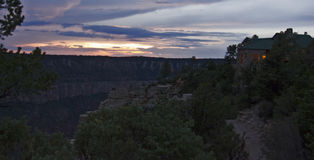 De zonsondergang van het noordenrim lodge stock afbeelding