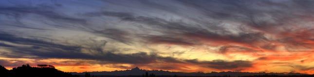 De zonsondergang van het panorama (HDR) royalty-vrije stock afbeeldingen